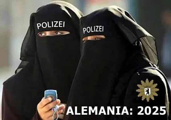 Deutschland in der Zukunft? Polizistinnen unter Moslem-Burka. #Date:01.2016#