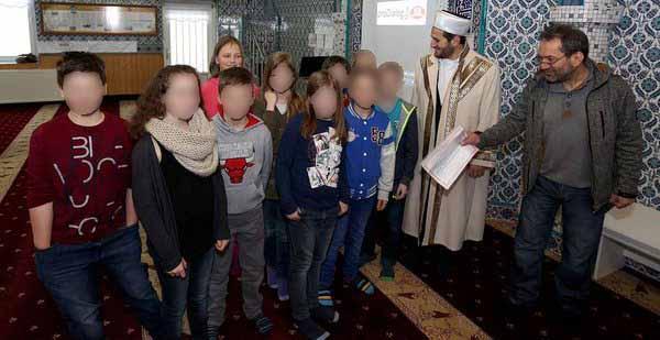 Schüler von Besuch in Moschee begeistert. Rotkäppchen auf staatliche Anordnung #Date:03.2016#
