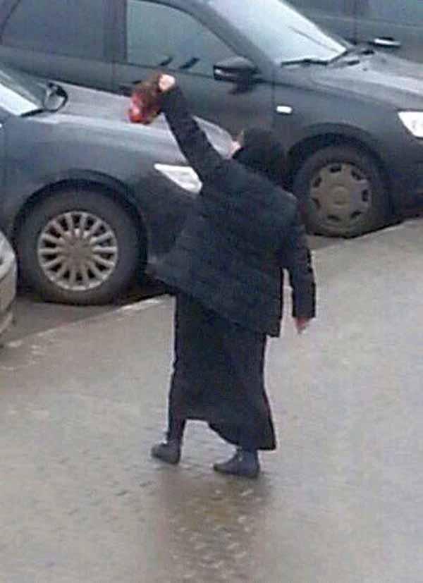 Muslimin in Moskau mit abgetrenntem Kopf von Kind.  #Date:03.2016#