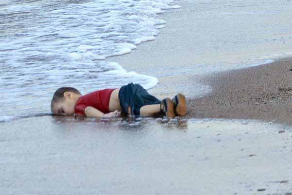 Zwei Syrer wurden wegen des Todes des Kindes Aylan verurteilt, das in 2015  im Mittelmeer ertrank. #Date:03.2016#