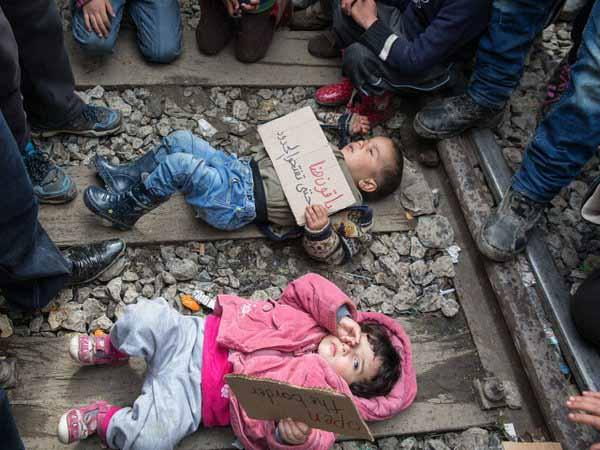 Migranten-Anwärter legen Babys auf Zuggleise, um Forderungen durchzusetzen. Typisch Moslem #Date:03.2016#