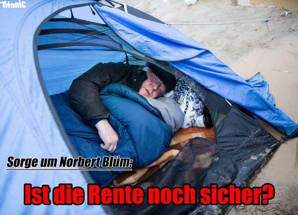 Norbert Blüm im Flüchtlingslager bei Idomeni an der mazedonischen Grenze. Nach Beifall heischender Polit-Greis. #Date:03.2016#