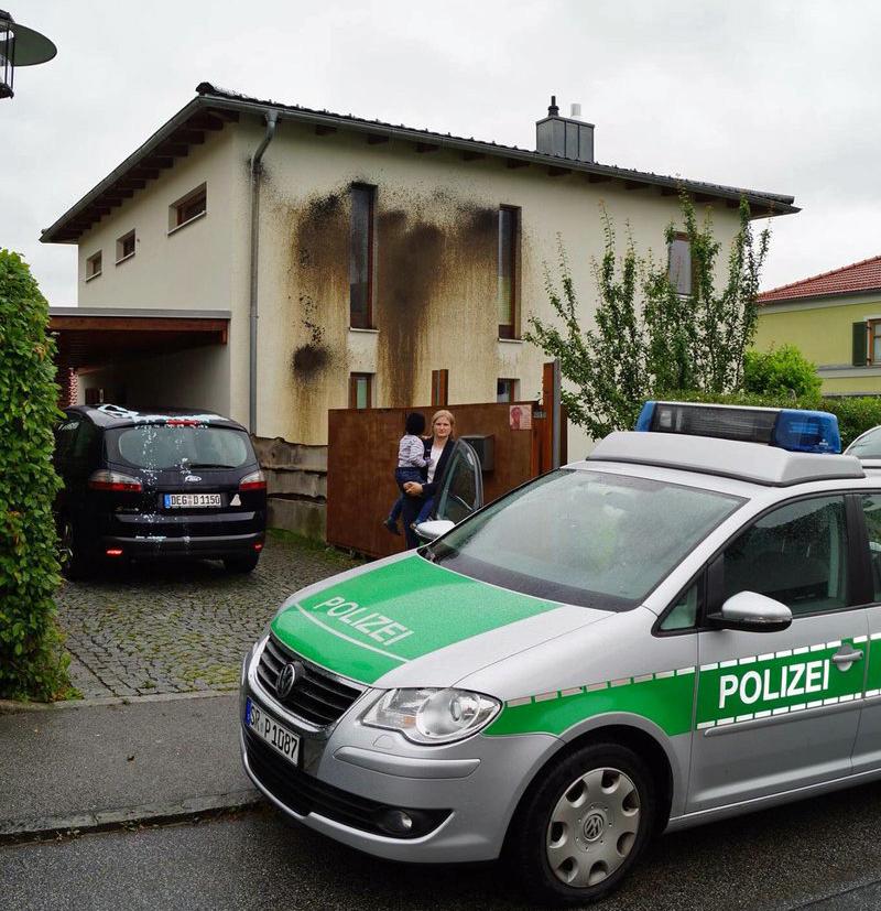 Antifa-Anschlag auf Haus von AfD-Politikerin. Familie befand sich zum Zeitpunkt des Anschlags im Haus