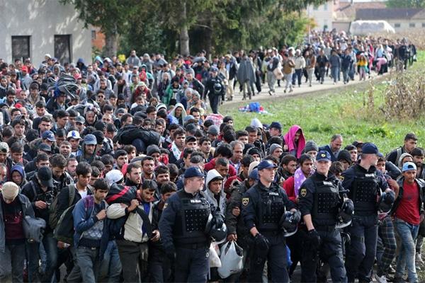Massenmigrations-Ströme nach Europa und Deutschland. Das Versagen der Kanzlerdarstellerin Merkel in seiner vollen Pracht